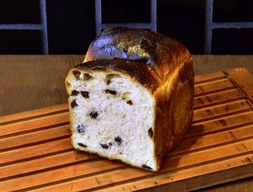 ナチュールのパン(有機レーズン食パン)