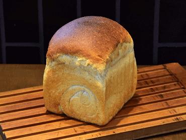 ナチュールのパン(天然酵母山型食パン)